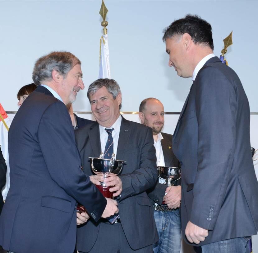 2 COUPES DE L'AUTOMOBILE CLUB DE MONACO, Remises par Monsieur Hervé ORSINI, Président de la Commission des Energies Nouvelles
